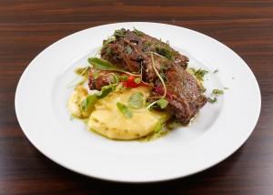 Bisteca de cordeiro com polenta cremosa - VINO BATEL _MG_2921-4