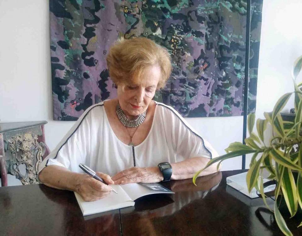 Marina Amaral - Curitibanas e Outras Historias (2)